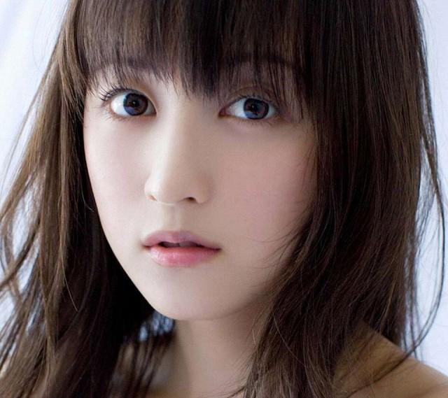 安田章大の彼女と噂された小松彩夏